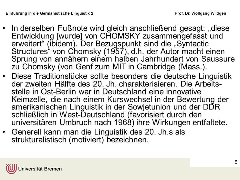 """In derselben Fußnote wird gleich anschließend gesagt: """"diese Entwicklung [wurde] von CHOMSKY zusammengefasst und erweitert (ibidem). Der Bezugspunkt sind die """"Syntactic Structures von Chomsky (1957), d.h. der Autor macht einen Sprung von annähern einem halben Jahrhundert von Saussure zu Chomsky (von Genf zum MIT in Cambridge (Mass.)."""